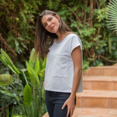 La Ines white - White t-shirt with a pocket