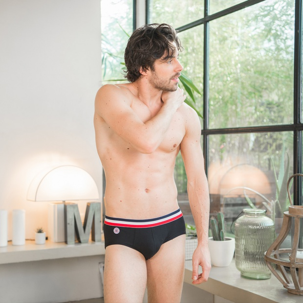 Le Terrible - Black Brief