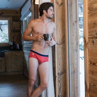 Le Chiné - Red Brief